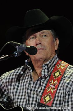 The Photos - George Strait Famous Country Singers, Country Musicians, Country Music Artists, Young George Strait, George Strait Family, Gwen Stefani Pregnant, Strait Music, Joyce Taylor, Urban Cowboy