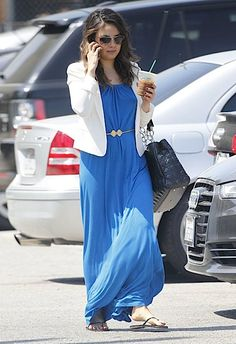Fashion Inspiration for today from Mila Kunis. Love the easy-going vibe of the maxi dress with the polished look with the blazer. #MaurasFashionInspiration