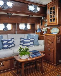 A Yacht's Timeless Design Refresh - Sailboat interior - Sailboat Decor, Sailboat Interior, Sailboat Living, Yacht Interior, Laser Sailboat, Luxury Interior, Yacht Design, Boat Design, Interior Do Barco