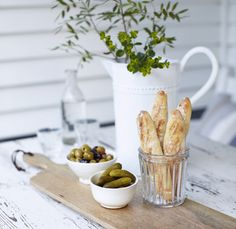 chopping / serving board, jar with breadsticks, general styling...love