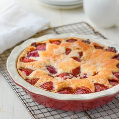 (TESTED & PERFECTED) Like an apple pie without the pan, this French apple tart consists of a layer of sliced apples baked on top of a buttery, flaky crust. Square Cake Pans, Square Cakes, Fresh Strawberry Cake, Strawberry Shortcake, Strawberry Recipes, 16 Bars, Sweetened Whipped Cream, Thing 1, Oven Racks