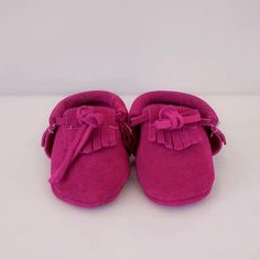 Super soft and durable leather soled shoes in sizes Available in a range of colours. Leather Moccasins, Kids Wear, Baby Shoes, Footwear, Socks, How To Wear, Clothes, Shopping, Collection