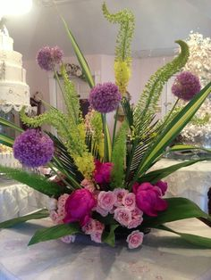 Line: Foxtail lily - Eremurus Exotic Flowers, Tropical Flowers, Silk Flowers, Beautiful Flowers, Deco Floral, Arte Floral, Floral Design, Silk Arrangements, Modern Flower Arrangements