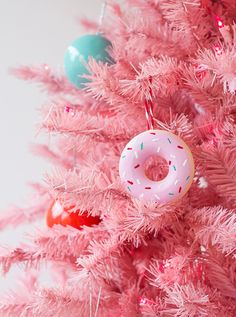 Forget the milk and cookies -- this year Santa will have his eye on these delicious DIY doughnut ornaments! Kelly from Studio DIY cooked up these cute ornaments that look good enough to eat using a doughnut pan, Plaster of Paris, and paint. Pink Christmas Tree, Beautiful Christmas Trees, Noel Christmas, All Things Christmas, Simple Christmas, Christmas Tree Decorations, Christmas Ornaments, Diy Ornaments, Donut Decorations