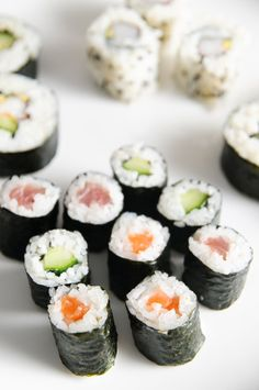 Sushi rolls - Japon http://www.750g.com/recettes_sushis_roll.htm  #sushi…