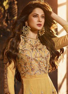 Bollywood Celebrities, Bollywood Actress, Pretty Zinta, Baby Girl Photography, Photography Poses, Fashion Photography, Jennifer Winget Beyhadh, Pakistani Dress Design, Beautiful Girl Image
