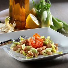 Kaviar-Räucherlachstatar auf Bohnen-Bleichsellerie-Salat Rezept | Hagen Grote Shop