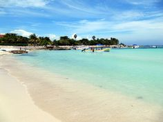 White Sand Beach of Akumal, Riviera Maya, Quintana Roo, Mexico by Bencito the Traveller, via Flickr
