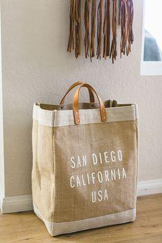 Sac Tods, Tods Bag, Diy Basket, Burlap Crafts, Linen Bag, Cotton Bag, Cloth Bags, Handmade Bags, Crochet Dresses