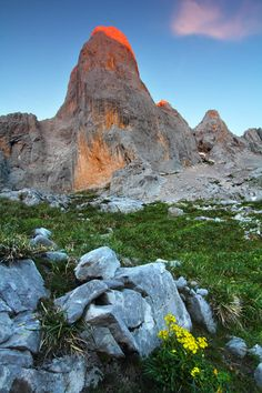 Picos de Europa . Asturias, Spain Bay Of Biscay, Asturias Spain, What A Wonderful World, Spain Travel, Vacation Spots, Wonders Of The World, Amazing, Nature Photography, Beautiful Places