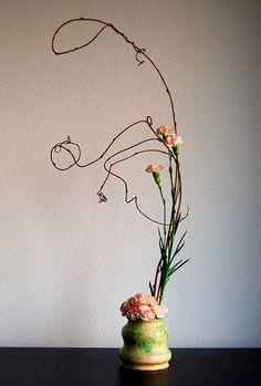 Ikebana floral art became a form of meditation for Zen Buddhist priests. Ikebana Flower Arrangement, Ikebana Arrangements, Beautiful Flower Arrangements, Wedding Arrangements, Wedding Centerpieces, Floral Arrangements, Beautiful Flowers, Bonsai, Roses Pinterest