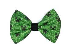 Minecraft Creeper themed adorable fabric bow hair clip on a double prong alligator clip (approx 3 inches in length)