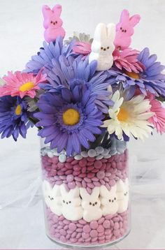 9 beautiful DIY Easter decorations: Easter crafts and centerpieces! – Create Something On Easter Candy Centerpieces, Wedding Centerpieces, Quinceanera Centerpieces, Easter Centerpiece, Centrepieces, Vases, Making Easter Eggs, Diy Easter Decorations, Quince Decorations