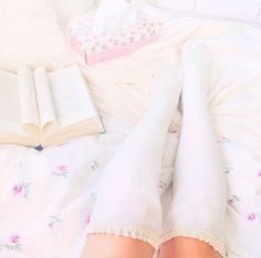 Imagem de bed and book