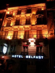 パリ8区 凱旋門、シャンゼリゼ地区カルノ通り Hotel Belfast☆☆☆ベルファスト   18世紀のきらびやかな内装を誇るホテル