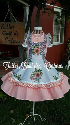 Ely, Folklore, Beautiful Dresses, Vintage Outfits, Girls Dresses, Victoria, Womens Fashion, Clothes, Folklorico Dresses