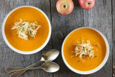 Carrot and apple soup is a filling lunch soup, or serve in smaller portions as a starter. Refreshing and hearty, apple and ginger perfectly balanced. Creamy Carrot Soup, Apple Soup, Cooking Recipes, Healthy Recipes, Recipe Images, Food Inspiration, Meal Prep, Food Prep, Carrots