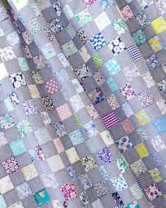Chambray + Liberty of London Checkerboard Quilt | © Red Pepper Quilts 2018 #checkerboardquilt #patchworkquilt #traditionalquilt