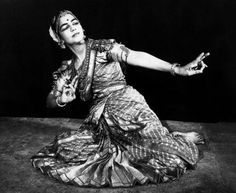 Fig. 3: Rukmini Devi, la première danseuse brahmane de Bharatanatyam.