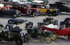 Выставка ретро-автомобилей в Париже