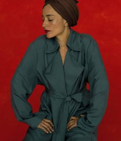 Elegant Zadie Smith by Inez & Vinoodh. Styled by Jonathan Kaye. For The Gentlewoman n° Autumn/Winter Zadie Smith, Stylish Shirts, White Teeth, I Icon, Beautiful People, Black Women, Photoshoot, Female, My Style