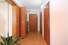 #продажанедвижимости #всловакии #братислава #квартиры Адрес: 851 03 Bratislava, Petržalka, Mlynarovičova. Двухкомнатная квартира на продажу, ул. Млинаровичова (Mlynarovičova), район Петржалка (Petržalka), Братислава, Словакия. Квартира площадью 54,46 м2 + 3 м2 лоджия + 1 м2 кладовая, панель, этаж 11 из 14, лифт, состоит... Подробнее: Янина Зборовская; тел: +421 903 407 775; mail@realty-slovakia.ru. Divider, Room, Furniture, Home Decor, Bedroom, Decoration Home, Room Decor, Rooms, Home Furnishings