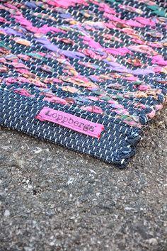 edge of rug - less bulk Crochet Rug Patterns, Weaving Patterns, Textile Patterns, Textile Design, Weaving Textiles, Weaving Art, Loom Weaving, Hand Weaving, Cool Tapestries