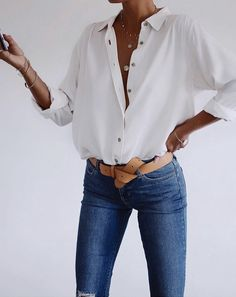Jeans with a white shirt: femininity and simplicity in one look - Man Fashion Mode Chic, Mode Style, Style Men, Look Fashion, Mens Fashion, Fashion Outfits, Zara Fashion, Fashion Clothes, Fashion Boots