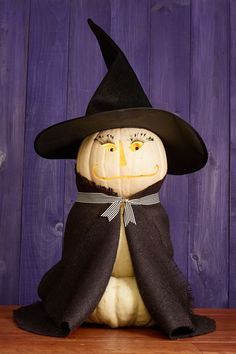 These Halloween pumpkin carving ideas may look tricky, but they're actually quite easy. So pull out your carving kit to make these creative Jack-o-Lanterns. Funny Pumpkin Carvings, No Carve Pumpkin Decorating, Amazing Pumpkin Carving, Cake Decorating, Decorating Ideas, Funny Pumpkins, Halloween Pumpkins, Halloween Crafts, Halloween Decorations