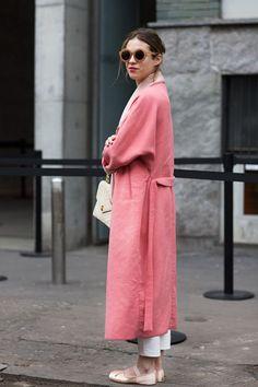 The Sartorialist - pink coat Street Style Chic, Looks Street Style, Looks Style, Style Me, The Sartorialist, Fashion Moda, Womens Fashion, Trendy Mood, Mode Rose