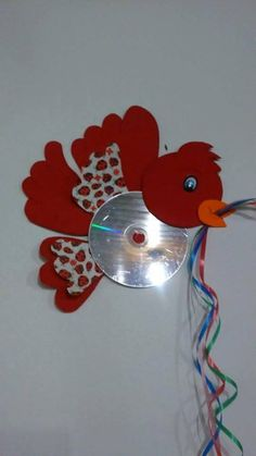 Bird craft and art ideas Crafts With Cds, Arts And Crafts, Animal Crafts For Kids, Diy Crafts For Kids, Record Crafts, Eid Crafts, Cd Art, Camping Crafts, Recycled Crafts
