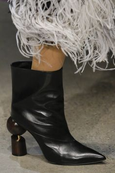 f5921b115ad Prabal Gurung Fall 2018 Ready-to-Wear Collection - Vogue Mid Calf Boots