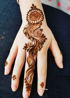 Check out the 60 simple and easy mehndi designs which will work for all occasions. These latest mehandi designs include the simple mehandi design as well as jewellery mehndi design. Getting an easy mehendi design works nicely for beginners. Mehandi Designs, Back Hand Mehndi Designs, Finger Henna Designs, Simple Arabic Mehndi Designs, Henna Art Designs, Mehndi Designs For Girls, Mehndi Designs 2018, Mehndi Designs For Beginners, Mehndi Design Photos