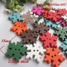 Buttons 50pcs Christmas Holiday Wooden Collection Snowflakes Buttons Snowflakes Embellishments 18mm Creative Decoration Home & Garden
