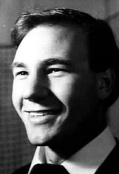 86e28bb4bfa A young Patrick Stewart. There was indeed a point in time when he had hair