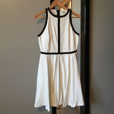 NWOT BB Dakota black & white dress I LOVE this dress!! This dress is so cool looking for its simple black detail. The fit is very flattering and has a hidden zipper on the back. BB Dakota Dresses