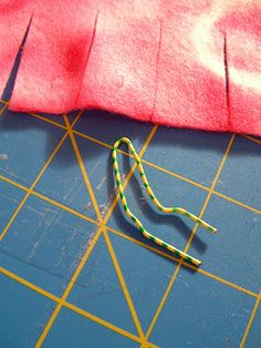 """Pieces by Polly: Single Layer No-Sew """"Braided"""" Fleece Blankets Tutorial - knotted blankets Braided Fleece Blanket Tutorial, Fleece Blanket Edging, Knot Blanket, Fabric Crafts, Sewing Crafts, Sewing Projects, Sewing Ideas, Diy Crafts, No Sew Blankets"""