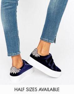 timeless design 7d2ce 2391f Zapatillas de deporte pop art con velcro de terciopelo DAVIUS de ASOS  Zapatos De Terciopelo,