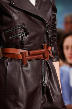 Tod's Spring 2019 Ready-to-Wear Fashion Show Details: See detail photos for Tod's Spring 2019 Ready-to-Wear collection. Look 8 Over 50 Womens Fashion, 50 Fashion, Fashion Show, Fashion Outfits, Fashion Trends, Ladies Fashion, Style Fashion, Classic Outfits, Sexy Outfits