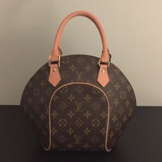 Louis Vuitton Ellipse bag. Price just lowered Awesome bag for the girl that has everything.  It's spacious, clean and only worn about a dozen times!  Enjoy this fun bag--I did! Louis Vuitton Bags Totes