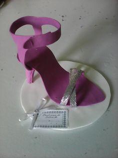 Resultado de imagen para high heel shoe template for fondant Foam Sheet Crafts, Foam Crafts, Diy And Crafts, Arts And Crafts, Paper Crafts, Shoe Template, Paper Shoes, Glue Gun Crafts, Cup Art