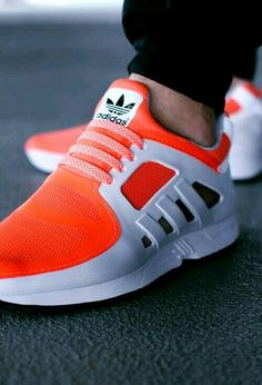 7b001a0e147f2 12 Great SNEAKERS SHOES GIFS images