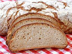 Auch wenn ich meinen Roggensauerteig schon 4 Jahre kultiviere: Brote mit überwiegendem Roggenanteil sind nun wirklich nicht gerade mein Spezialgebiet ;-) Um mich ein bisschen mehr in die Materie einzuarbeiten, habe ich mir zu Weihnachten Roggen Das Standardwerk von Olaf...