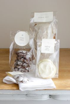 A timeless way to package your favorite treats and gifts. I've used them from mini cookies to the we Dessert Packaging, Bakery Packaging, Cookie Packaging, Food Packaging Design, Cookie Gifts, Food Gifts, Mini Cookies, Cookies Bag, Logo Food