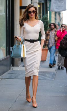 Miranda Kerr Photos Photos: Miranda Kerr in White - Herren- und Damenmode - Kleidung Chic Outfits, Fashion Outfits, Womens Fashion, Summer Outfits, Miranda Kerr Style, Miranda Kerr Outfits, Suits For Women, Clothes For Women, Office Looks