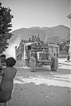 History in Photos: George Frederick Kaye. New Zealand tank transporter rumbles through town of Sora, Italy, 3 June 1944