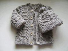 Baby braids newest knitting patterns - Part 2 - Knittting Crochet Easy Baby Knitting Patterns, Baby Sweater Knitting Pattern, Knitted Baby Cardigan, Knitted Baby Clothes, Knitting For Kids, Hand Knitting, Sweater Patterns, Knit Baby Dress, Baby Sweaters
