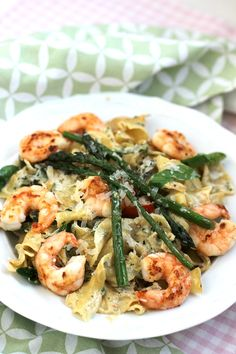 Pasta with shrimps and green asparagus- Pasta mit Garnelen und grünem Spargel Fast, light summer pasta recipe. Pasta with … - Summer Pasta Recipes, Healthy Pasta Recipes, Healthy Pastas, Shrimp Recipes, Veggie Recipes, Vegetarian Recipes, Chicken Recipes, Cooking Recipes, Pizza Recipes