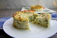 This zucchini ricotta cheesecake is a delicious savoury dish served either cold or from the oven. A delicious low carb and gluten free lunch. Keto Desserts, Dessert Recipes, Dinner Recipes, Keto Postres, Savory Cheesecake, Cheesecake Recipes, Low Carb Recipes, Cooking Recipes, Pastry Recipes