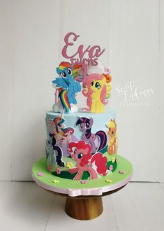 Edible images can be fun and makes a wonderful decorating medium! All MLP characters from edible image, with background of rolling hills from fondant. Bolo My Little Pony, Festa Do My Little Pony, My Little Pony Poster, My Little Pony Birthday Party, Mlp Cake, Rainbow Dash Birthday, Bolo Minnie, 3rd Birthday Cakes, Little Poney